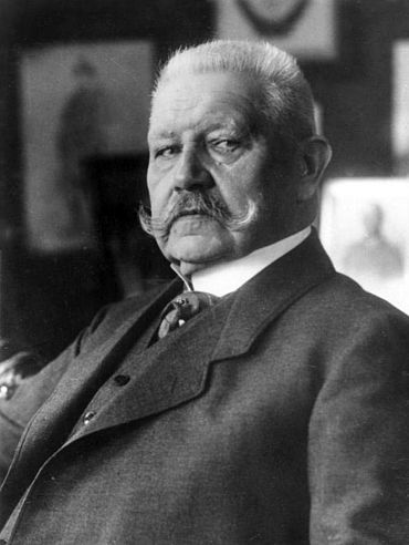 370px-Bundesarchiv_Bild_183-C06886%2C_Paul_v._Hindenburg