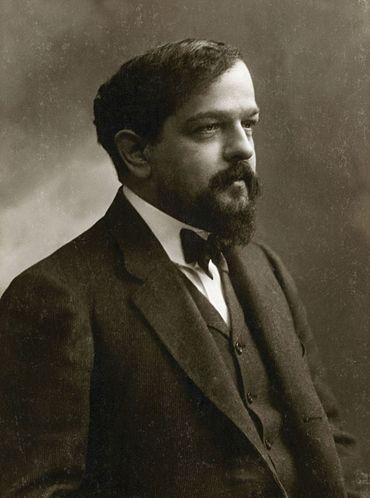 370px-Claude_Debussy_ca_1908%2C_foto_av_F%C3%A9lix_Nadar