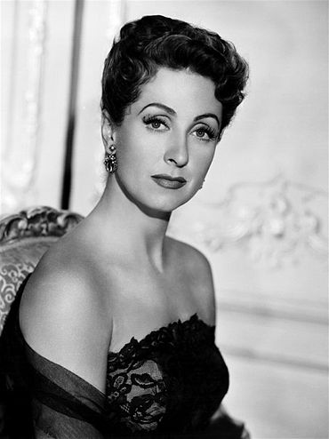 370px-Danielle_Darrieux_Five_Fingers_2