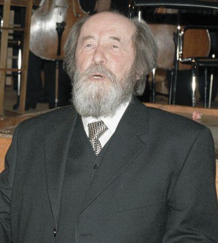 450px-Alexander_Solzhenitsyn_in_Moscow%2C_December_1998