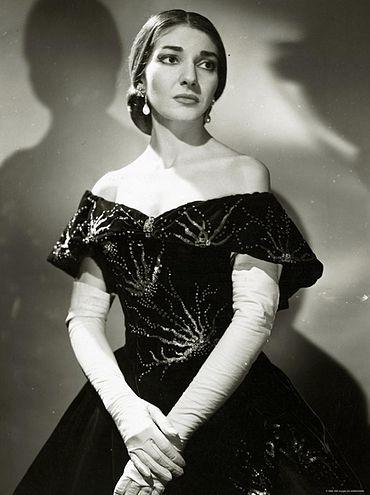 370px-Maria_Callas_%28La_Traviata%29_2