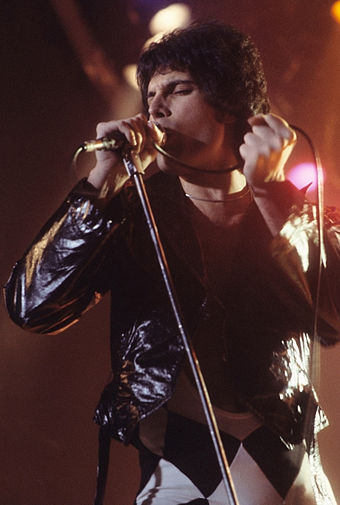340px-Freddie_Mercury_performing_in_New_Haven%2C_CT%2C_November_1977