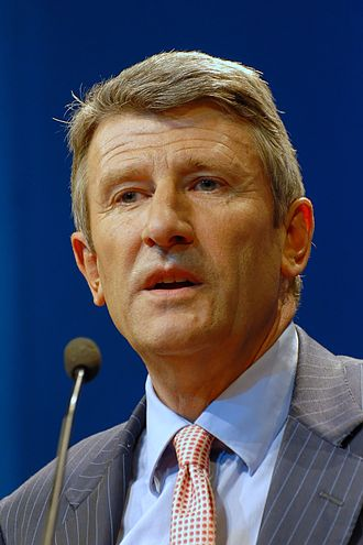 330px-Philippe_de_Villiers_-_Meeting_in_Toulouse_for_the_2007_French_presidential_election_0165_2007-04-16_cropped