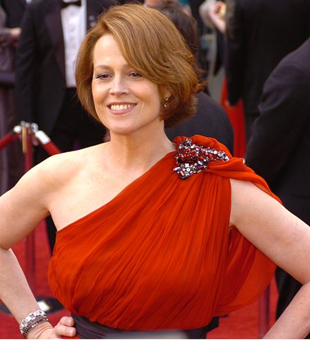 450px-Sigourney_Weaver_%40_2010_Academy_Awards_%28cropped%29