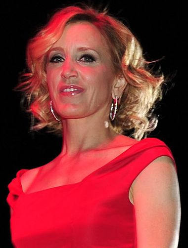 380px-Finale_Walk_at_The_Heart_Truths_Red_Dress_Collection_2010_cropped