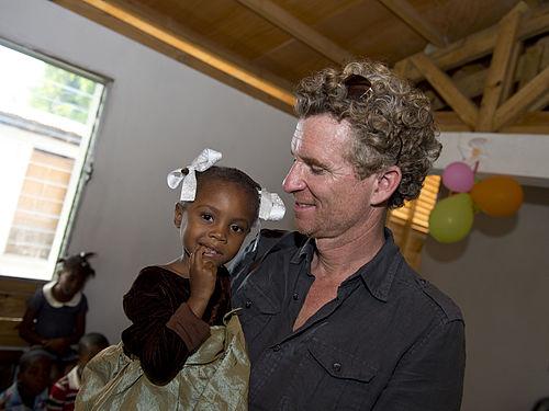 500px-Denis_brogniart_humanitaire_haiti