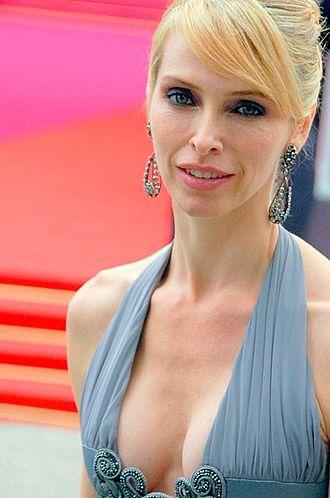 330px-Tonya_Kinzinger_Cannes_2008