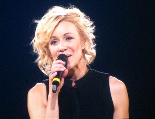 500px-V%C3%A9ronic_Dicaire_imitating_Madonna_%40_Celine_Dion_Concert