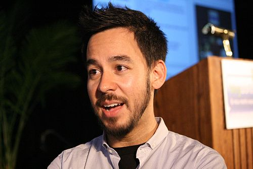 500px-Mike_Shinoda_World_Expo_2008