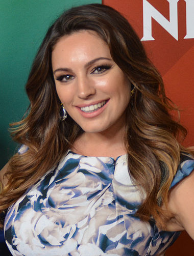 380px-Kelly_Brook_at_2015_TCA_%28cropped%29