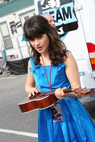 330px-Zooey_Deschanel_%40_Virgin_Music_Festival_01