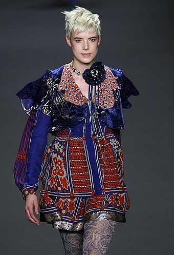 340px-Agyness_Deyn_in_Anna_Sui_Feb_2008%2C_Photographed_by_Ed_Kavishe_for_Fashion_Wire_Press