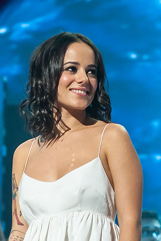 330px-French_singer_Alizee_at_Les_Enfoires_2013_-_DSC5744