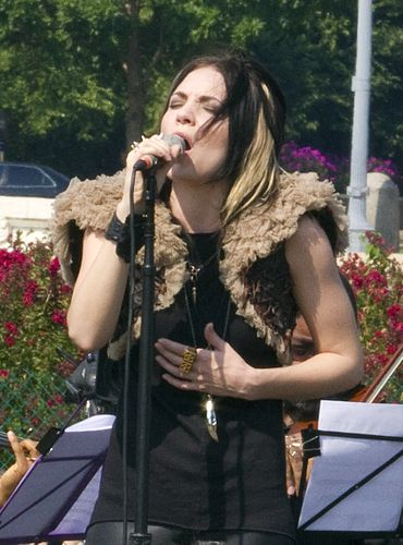 370px-Skylar_Grey_at_Tibet_Talk_for_World_Peace_%28cropped%29