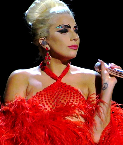 420px-Tony_Bennett_%26_Lady_GaGa%2C_Cheek_to_Cheek_Tour_06_edited