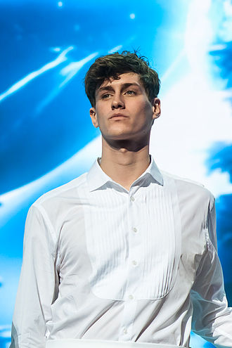 330px-2013-01-24_Jean-Baptiste_Maunier_at_Les_Enfoires_2013_in_Paris