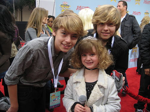 500px-Dylan_and_Cole_Sprouse_with_Piper
